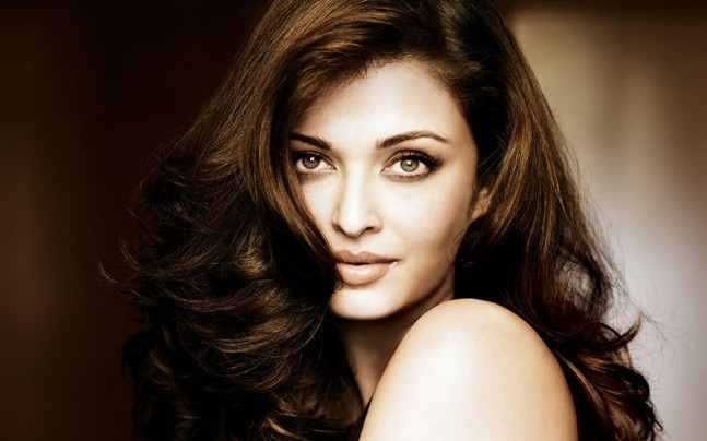 Aishwarya Rai Is The Most Beautiful Woman – 20 Outfits That Prove This