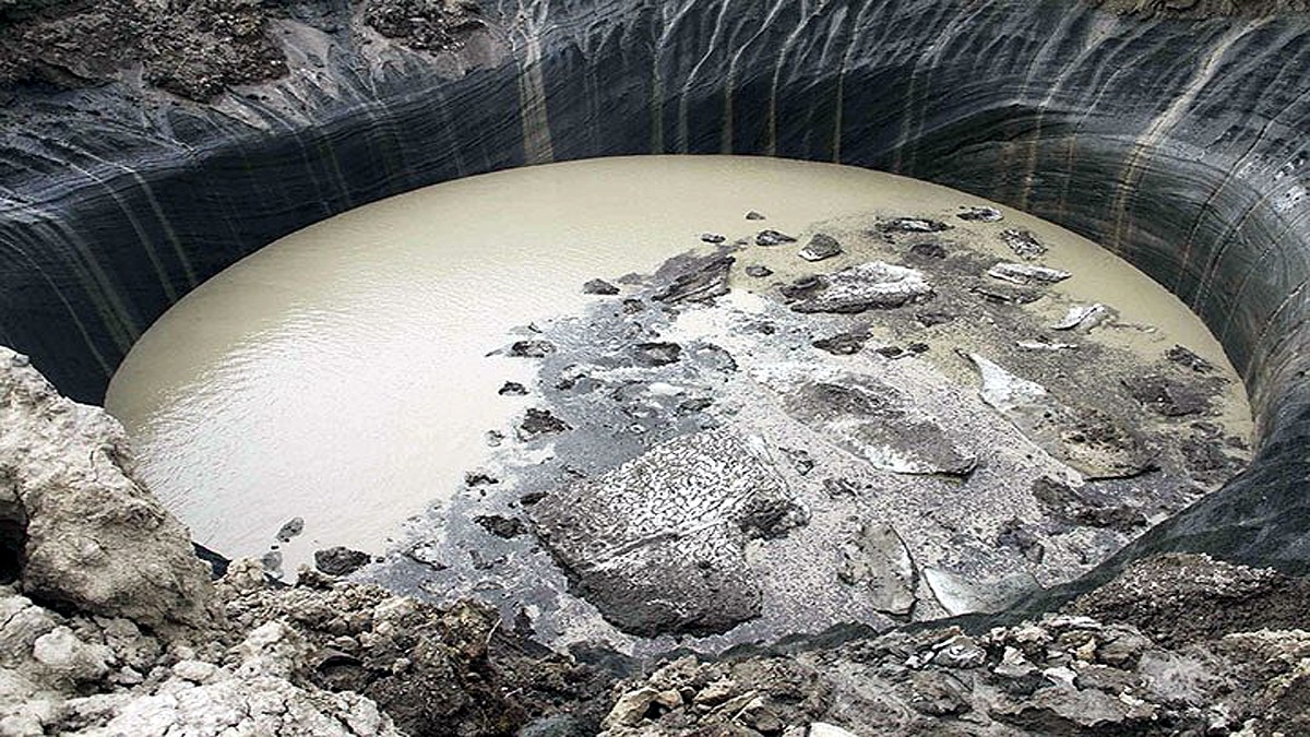 165 Feet deep crater in Russian Arctic Tundra