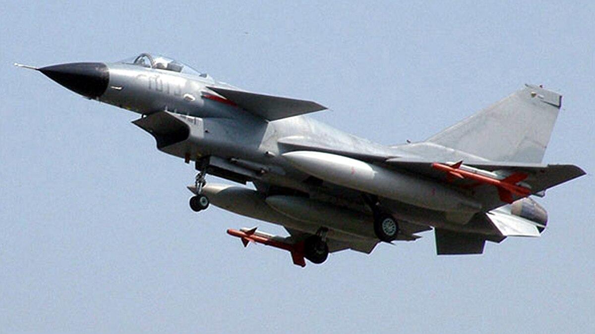 चीन ने ताइवान की सीमा में भेजे 18 युद्धक विमान.