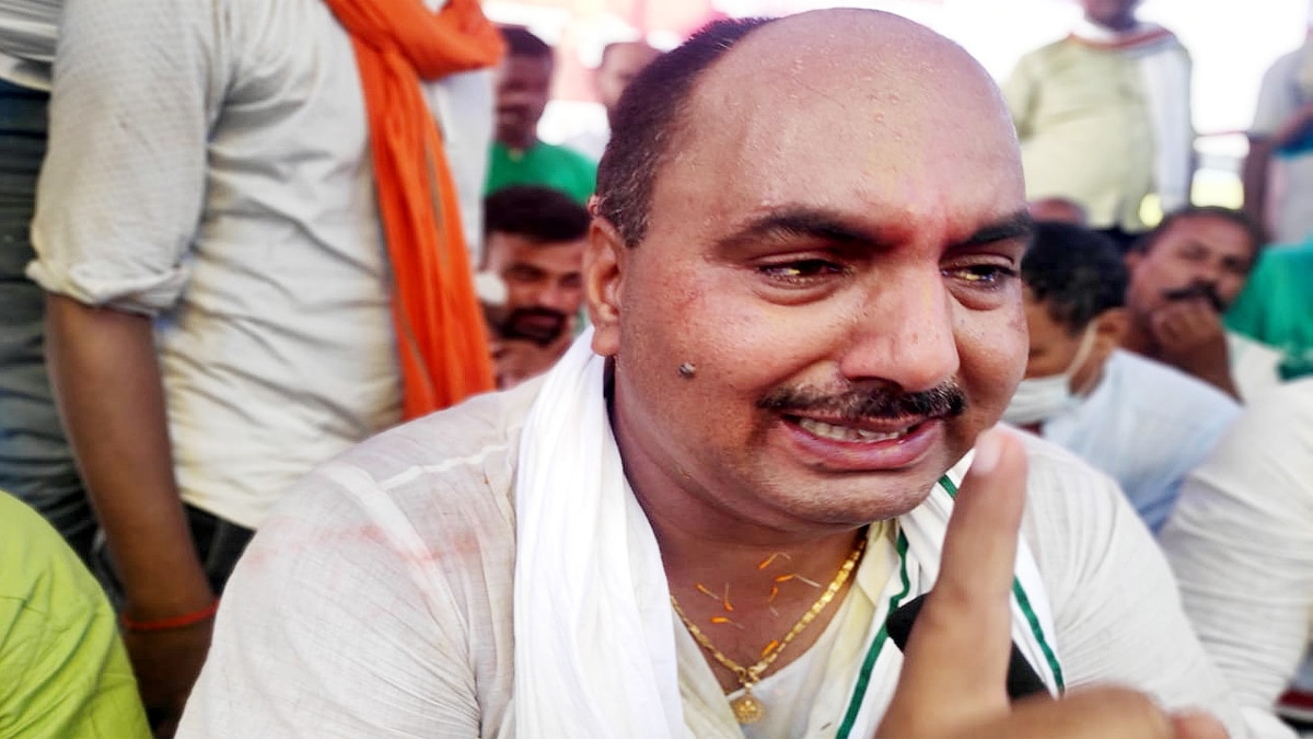 RJD Leader Suresh Yadav Crying after Losing Ticket
