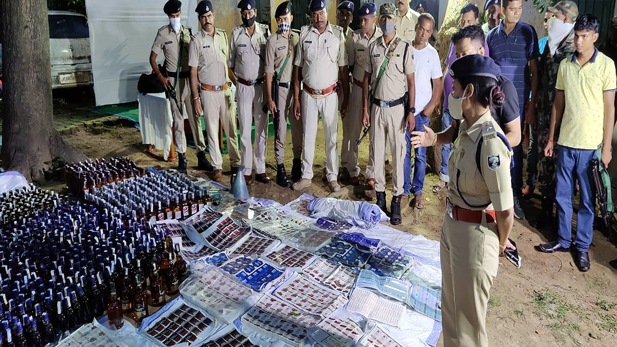 Munger Police busted fake English alcohol country made liquor 15 arrested