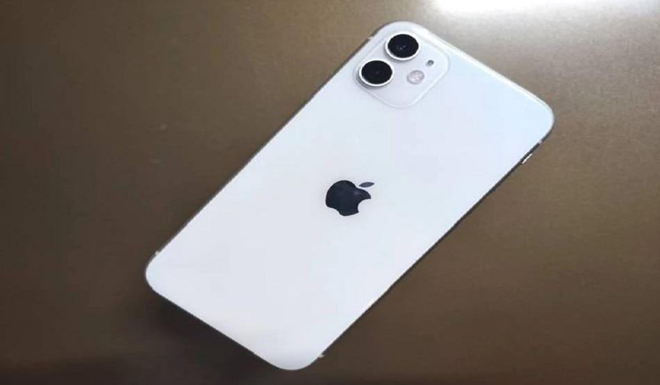 किडनी बेचकर युवक ने खरीदा iPhone