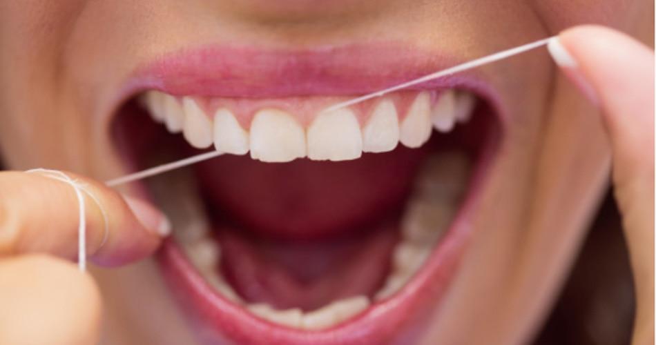 दांतों की फ्लॉसिंग