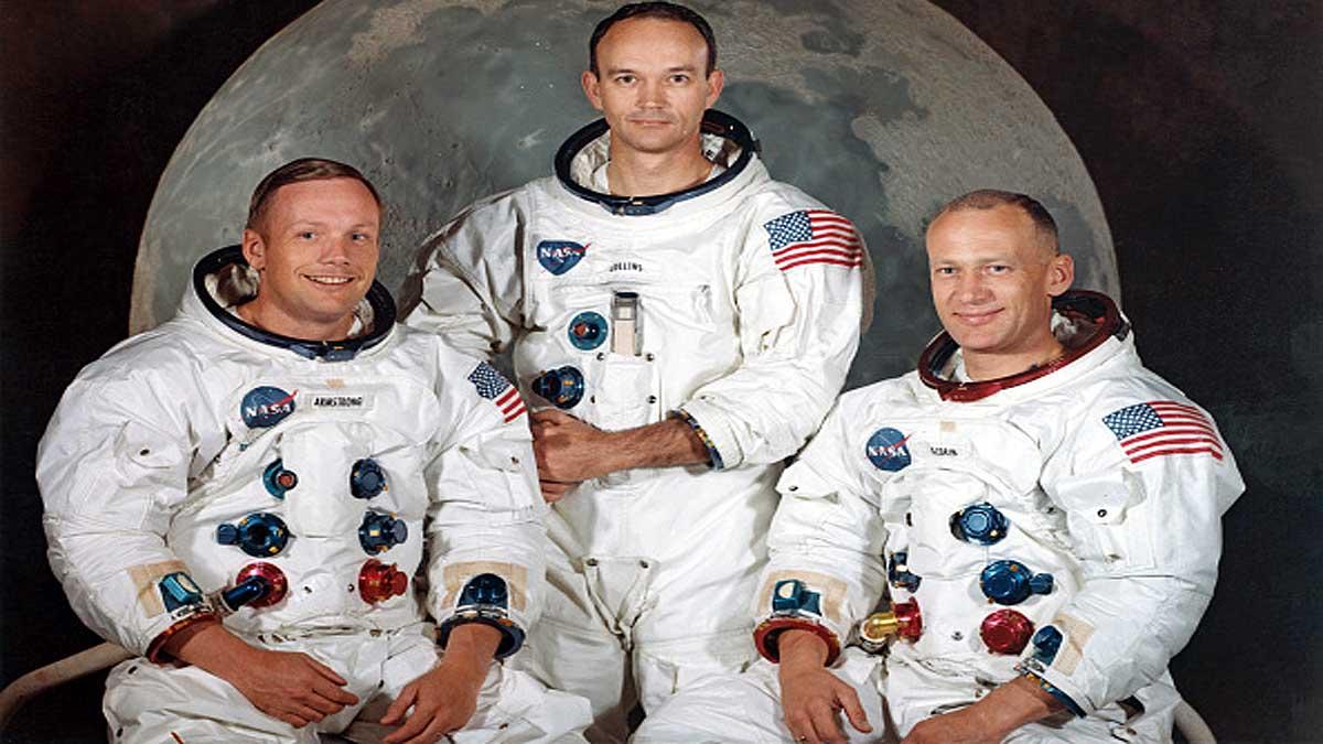 Apollo-11 Pilot Michael Collins Dies