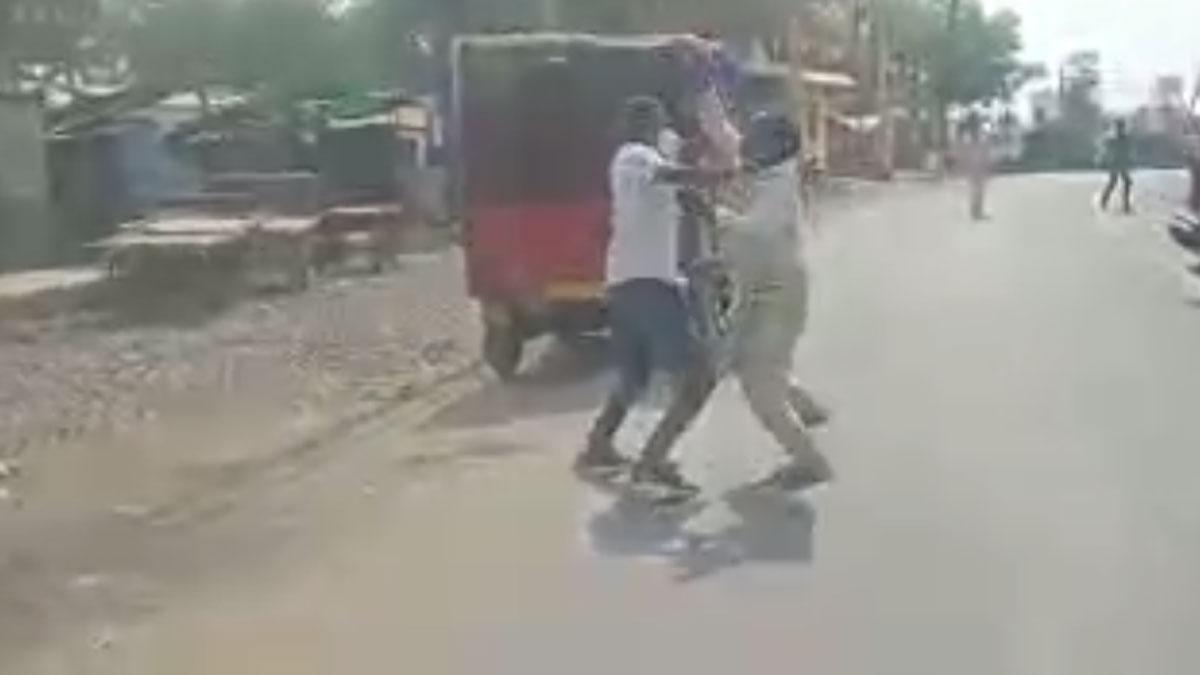 CMO को मारा थप्पड़, सब्जी गिराने पर SHO सस्पेंड