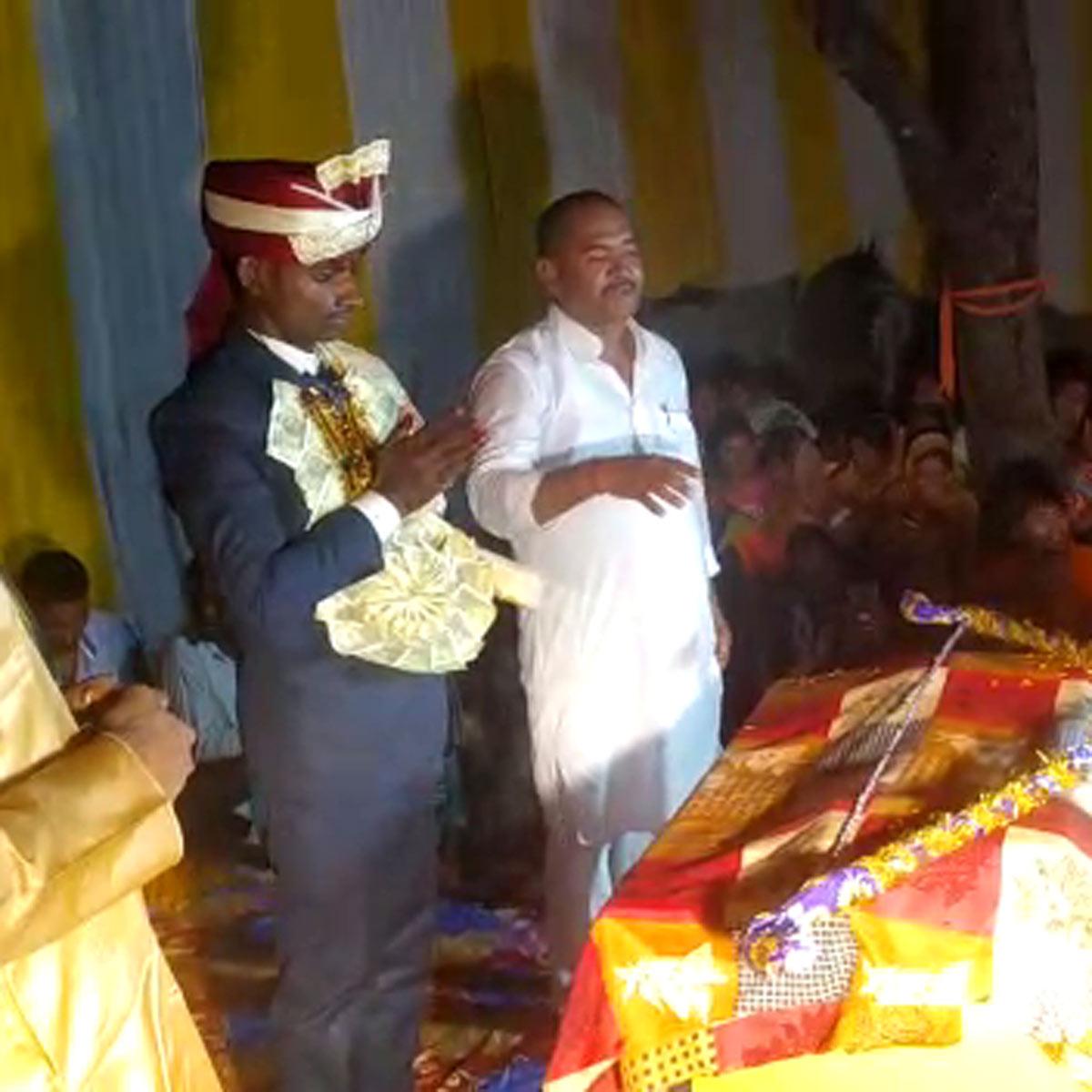 groom broke Shiva bow