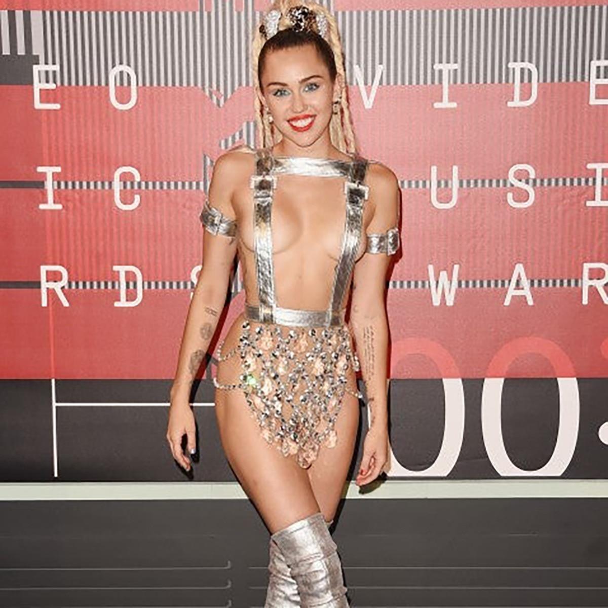 जब अवॉर्ड्स के रेड कारपेट पर बोल्ड ड्रेस पहने उतरीं हॉलीवुड एक्ट्रेसेज, उड़  गए थे सबके होश - Hollywood AajTak
