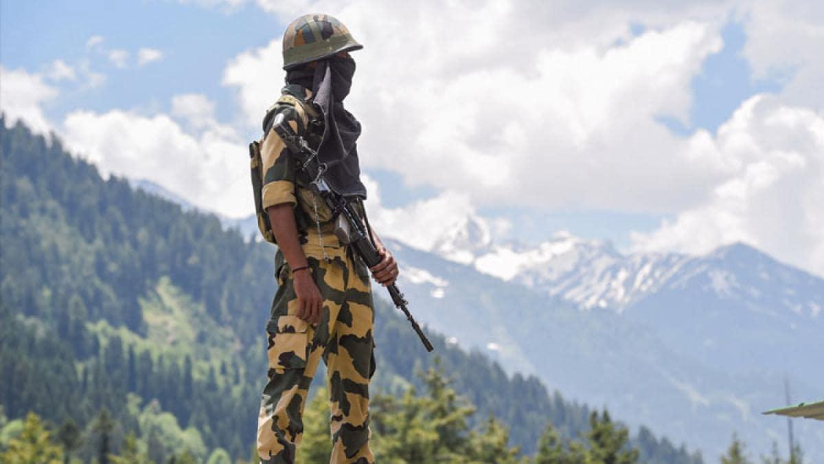 भारतीय सेना का जवान (सांकेतिक तस्वीर- पीटीआई)