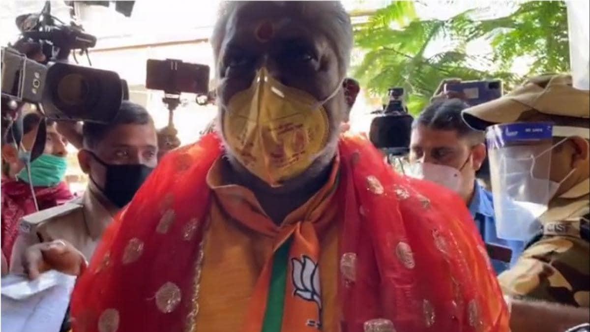 Bihar Election First Phase Polling LIVE: 71 सीटों पर मतदान, कमल छाप मास्क पहन वोट डालने पहुंचे मंत्री प्रेम कुमार