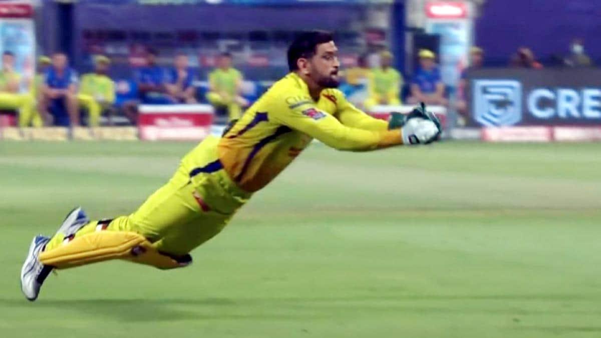 IPL: 39 साल के धोनी में वही चुस्ती-फुर्ती, ये कैच देख हर कोई रह गया दंग- VIDEO