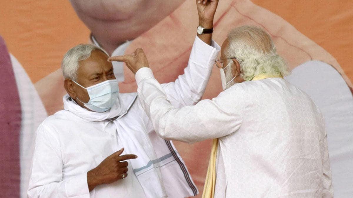 बिहारः BJP के कंधों पर सवार होकर नैया पार लगाने की जुगत में नीतीश कुमार