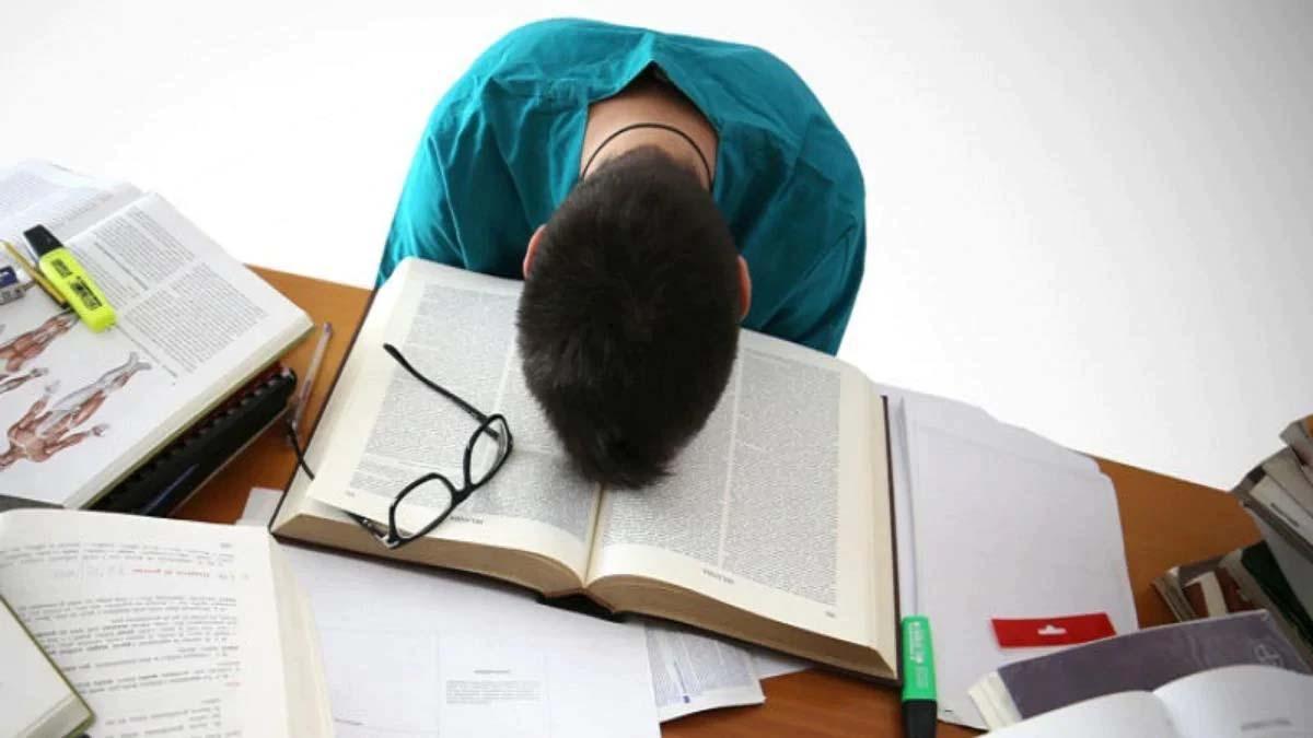 Vastu Tips: पढ़ाई-लिखाई में नहीं लगता मन? स्टडी रूम में रखें इन बातों का  ध्यान - vastu shastra for study room vastu tips For Students room direction  vastu in hindi lbs -