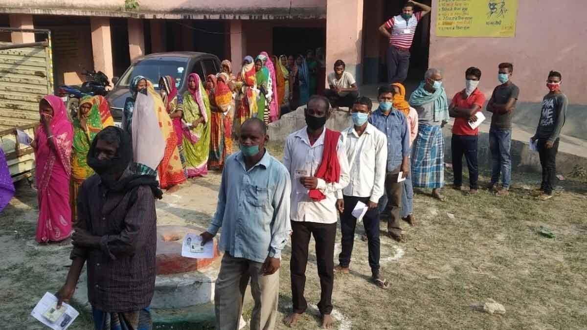 कोरोना काल में भी जमकर वोटिंग, जानिए क्या कहते हैं बिहार में पहले चरण के वोटिंग ट्रेंड