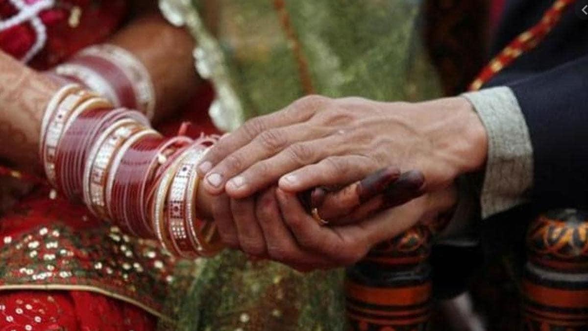 दिल्ली: बिना तलाक लिए पति कर रहा था दूसरी शादी, रोकने गई महिला आयोग की टीम के साथ मारपीट