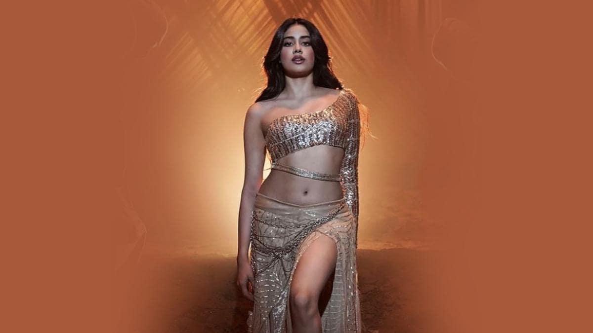 Nadiyon paar: नए कलेवर में हुआ रिलीज, जाह्नवी कपूर का डांस देख उड़ जाएंगे  होश - janhvi kapoor dance song nadiyon paar from movie roohi released tmov  - AajTak