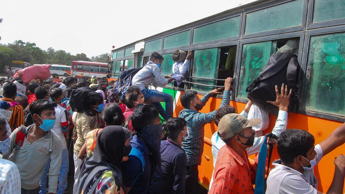 पंजाब से एक बार फिर प्रवासी मजदूरों का पलायन, कोरोना और लॉकडाउन का डर -  Corona Lockdown Punjab chandigarh migrants uttar pradesh bihar - AajTak