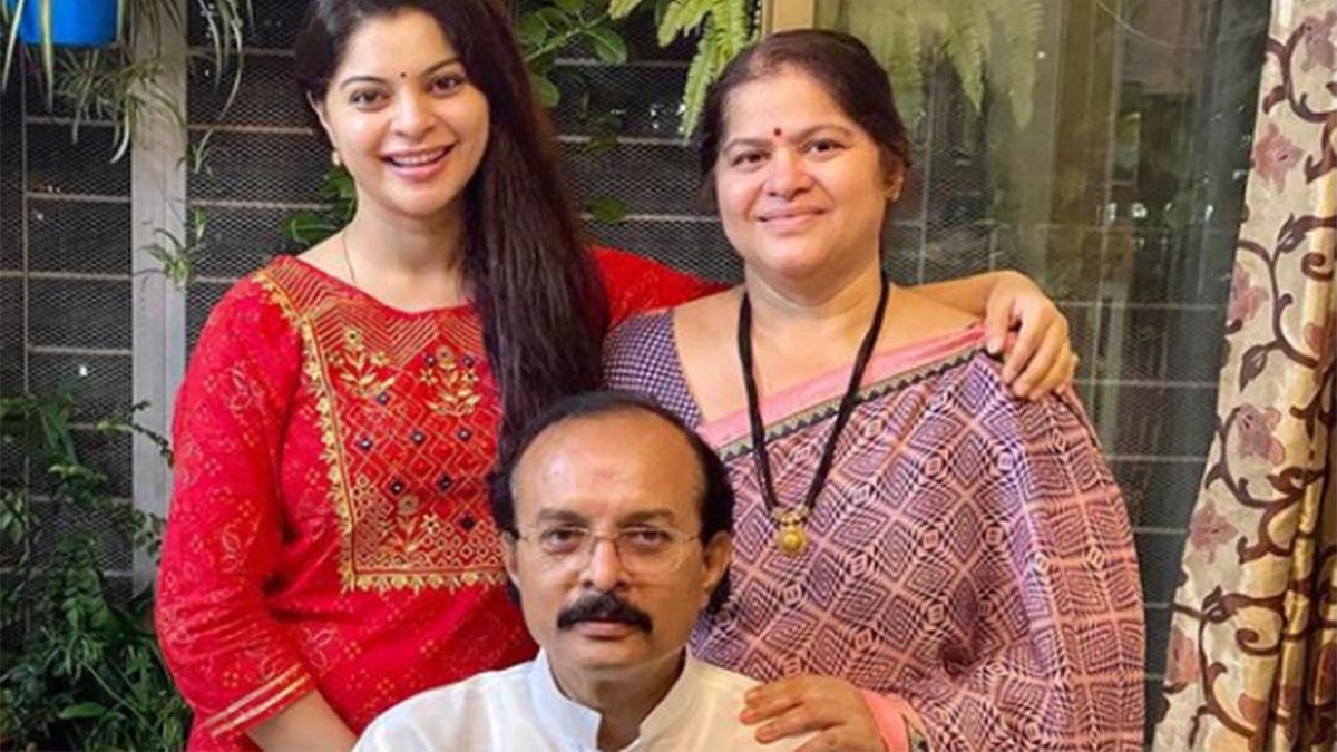 ज्योति' एक्ट्रेस स्नेहा वाघ के पिता का कोरोना से निधन, लिखी इमोशनल पोस्ट - Sneha Wagh Father Passes Away Due To Covid 19 Actress Shares Emotional Post tmov - AajTak
