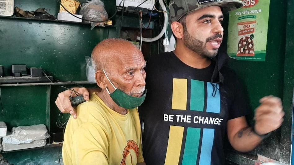बाबा का ढाबा वाले बाबा और यूट्यूबर गौरव वासन की लड़ाई खत्म, देखते ही लगाया गले - Baba Ka Dhaba owner and YouTuber Gaurav Vasan fight ended social media viral tstn - AajTak