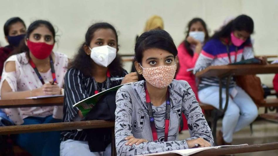 महाराष्ट्र कैबिनेट का बड़ा फैसला, छात्रों को राहत, निजी स्कूलों को करनी होगी फीस में 15% कटौती - Maharashtra Cabinet approved ordinance route for reduction of private school fees ...