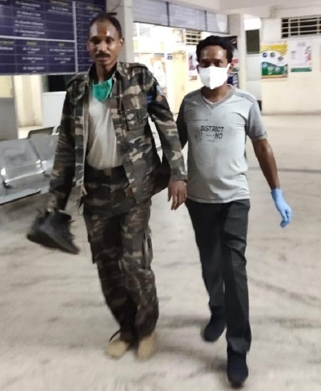 घायल पुलिसकर्मियों को उपचार के लिए ले जाया गया सीएचसी
