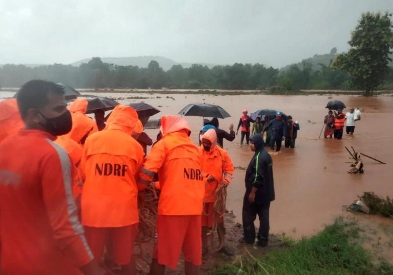 बचाव अभियान में जुटी NDRF की टीमें