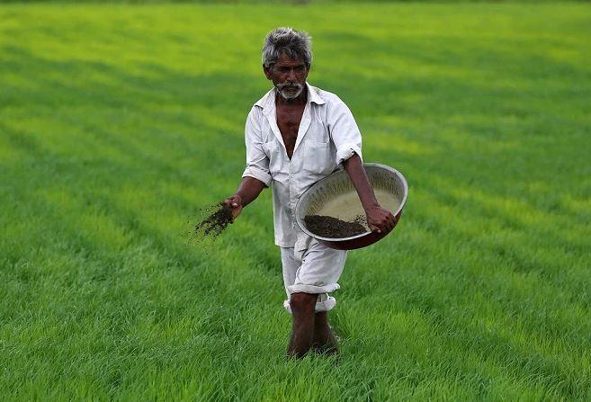 सरकार किसानों को देती है 6 हजार सलाना किस्त