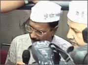 Arvind Kejriwal gives proof of charges against Robert Vadra