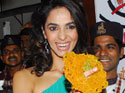 Mallika Sherawat makes jalebis