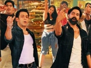 Akshay Kumar, Salman Khan star in the title track from Fugly