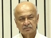 Shinde puts his foot in mouth, again