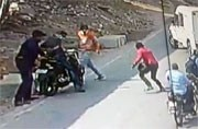 Hyderabad: Man assaulted, robbed in broad daylight in Jubilee Hills