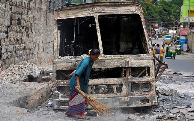 Charred remains of a lorry set ablaze during the violent protests Supreme Court ordered Karnataka to release water from the Cauvery river to Tamil Nadu, in Bengaluru, September 14, 2016. Photo: Reuters