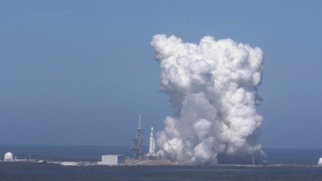 SpaceX Performs First 'static Fire' Of Falcon Heavy Rocket