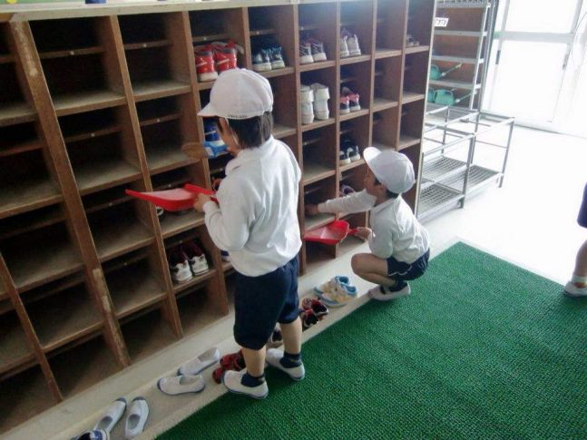 Surprising Students In Japan Clean Their Own Classrooms And School Home Remodeling Inspirations Cosmcuboardxyz