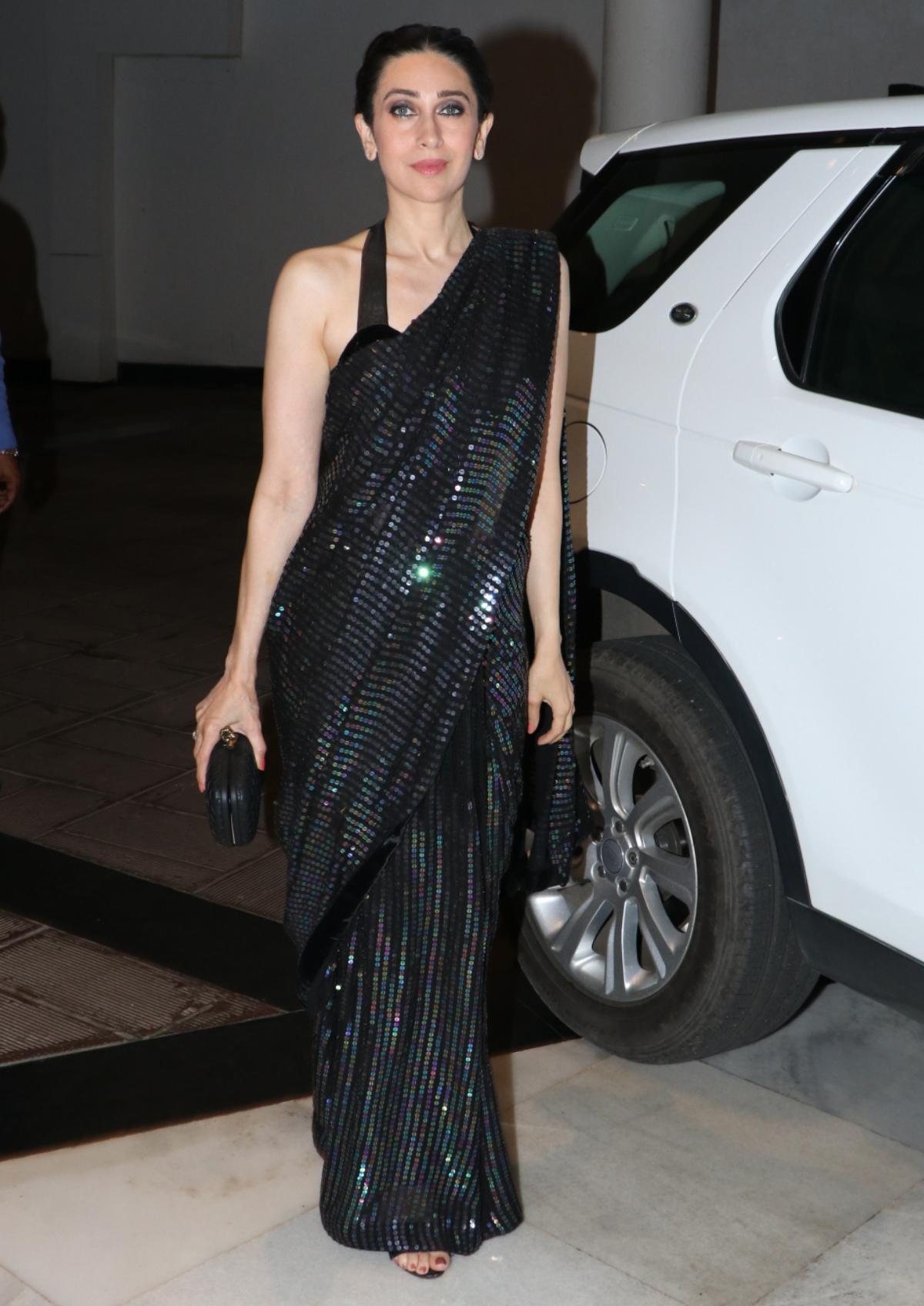 Karisma Kapoor Takes Fashion Inspo From Sister Kareena For Lfw 2019 Who Wore The Saree Better Lifestyle News