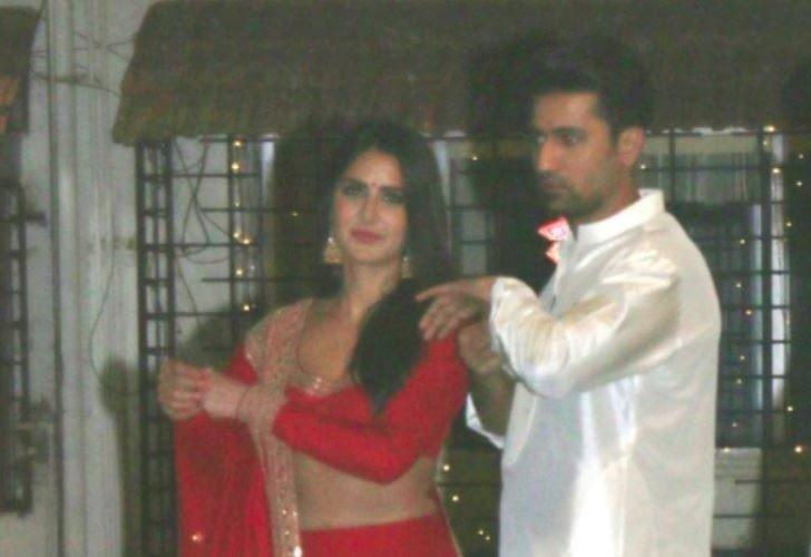 New pic: Vicky Kaushal and Katrina Kaif pose with chef ...