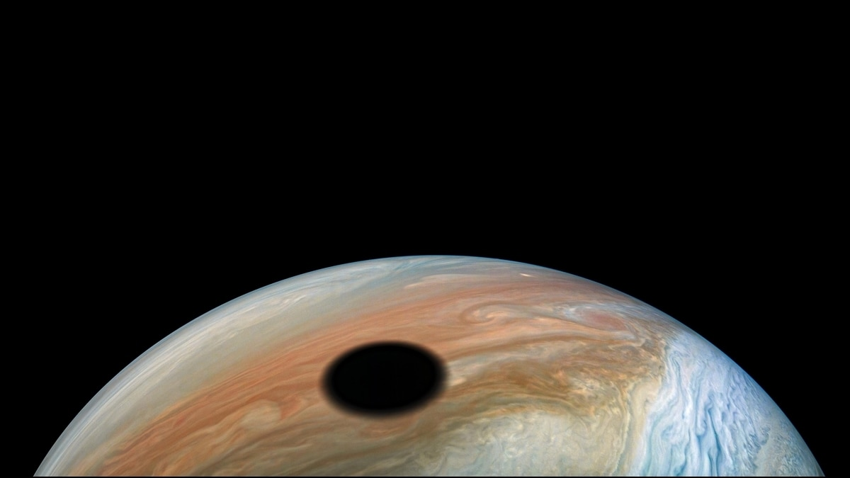 Jupiter's moon IO cases a shadow on the planet. (Photo: Nasa)