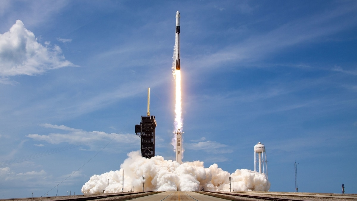 A ride on SpaceX's Falcon 9 with a payload topping 50,000 pounds (22,700 kg) costs around $62 million. (Photo: SpaceX)