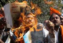 Shiv Sena activists protest against V-Day