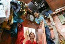 <em>Slumdog Millionaire</em> kids in slums