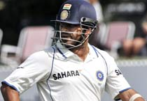 Sachin props India on Day 3