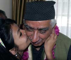 Jaswant woos Darjeeling voters