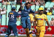 Deccan Chargers win 4th IPL game