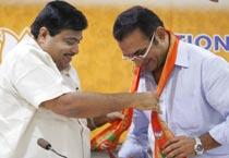 Abhijeet sings BJP's tune