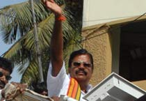 BJP leader L. Ganesan campaigns in Chennai