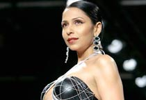 Glitz, glamour at Wills India Fashion Week
