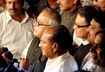 Pranab briefs media on Maharashtra CM