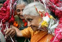 Sheila Dikshit celebrates victory