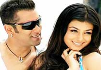Salman & Ayesha are 'Wanted'