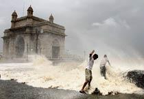 Massive high tide hits Mumbai
